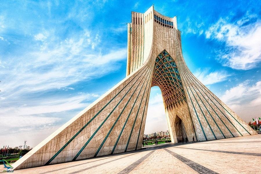 عکس، اکران تصاویر مربوط به چین بر روی برج آزادی تهران