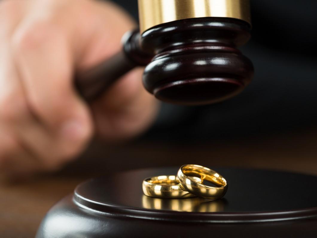 اعطای نفقه و اجرت المثل در طلاق از طرف زن چگونه است؟