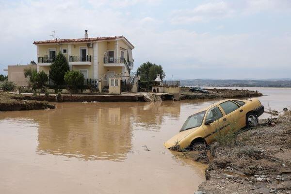 جاری شدن سیل در یونان، دست کم 5 تن کشته شدند