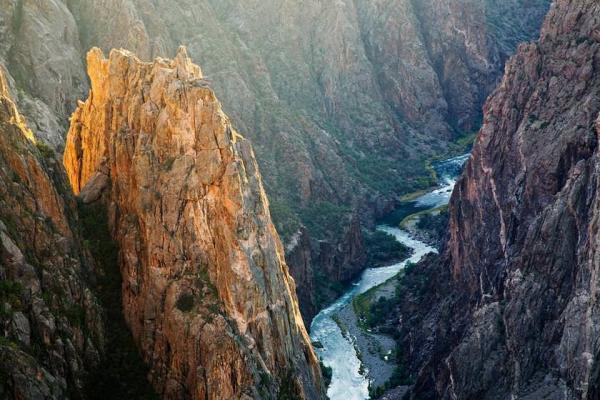 سفر به آمریکا، کمپینگ در کلرادو؛ هیجان در دیواره صخره ای استس پارک