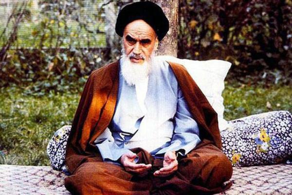 امام خمینی(ره) خط بطلانی بر تئوری جدایی دین از سیاست کشید